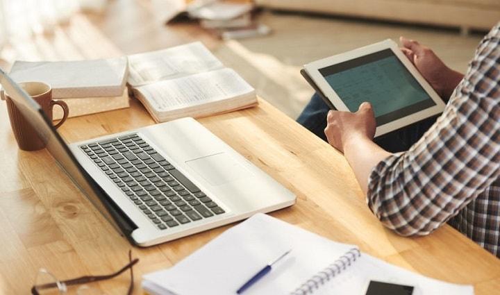 社労士通信講座の学習教材やカリキュラムの内容